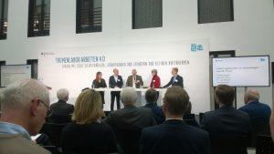 Selbstständige auf dem Podium von links nach rechts: Victoria Ringleb, Henning Tillmann, Joachim Groth, Dr. Inga Meincke, Moderator: Jens Burmester